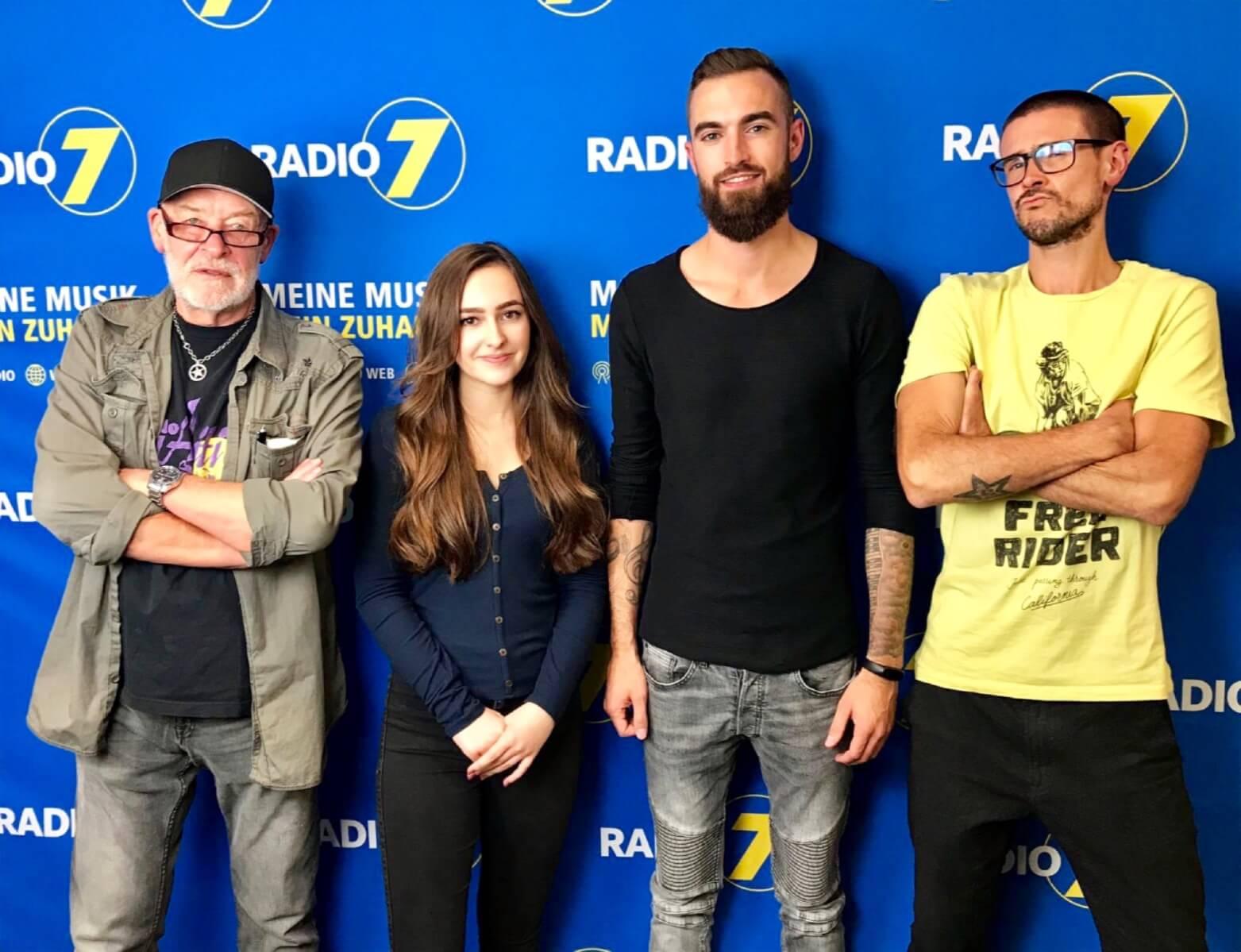 Andi Herzog und Jenny Wolf mit den Radio 7 Moderatoren Jack und Dominic